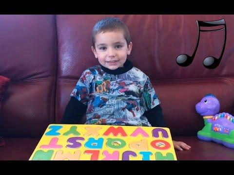 Enfant 3 ans chante chanson alphabet en français / Alphabet song / ABC in french