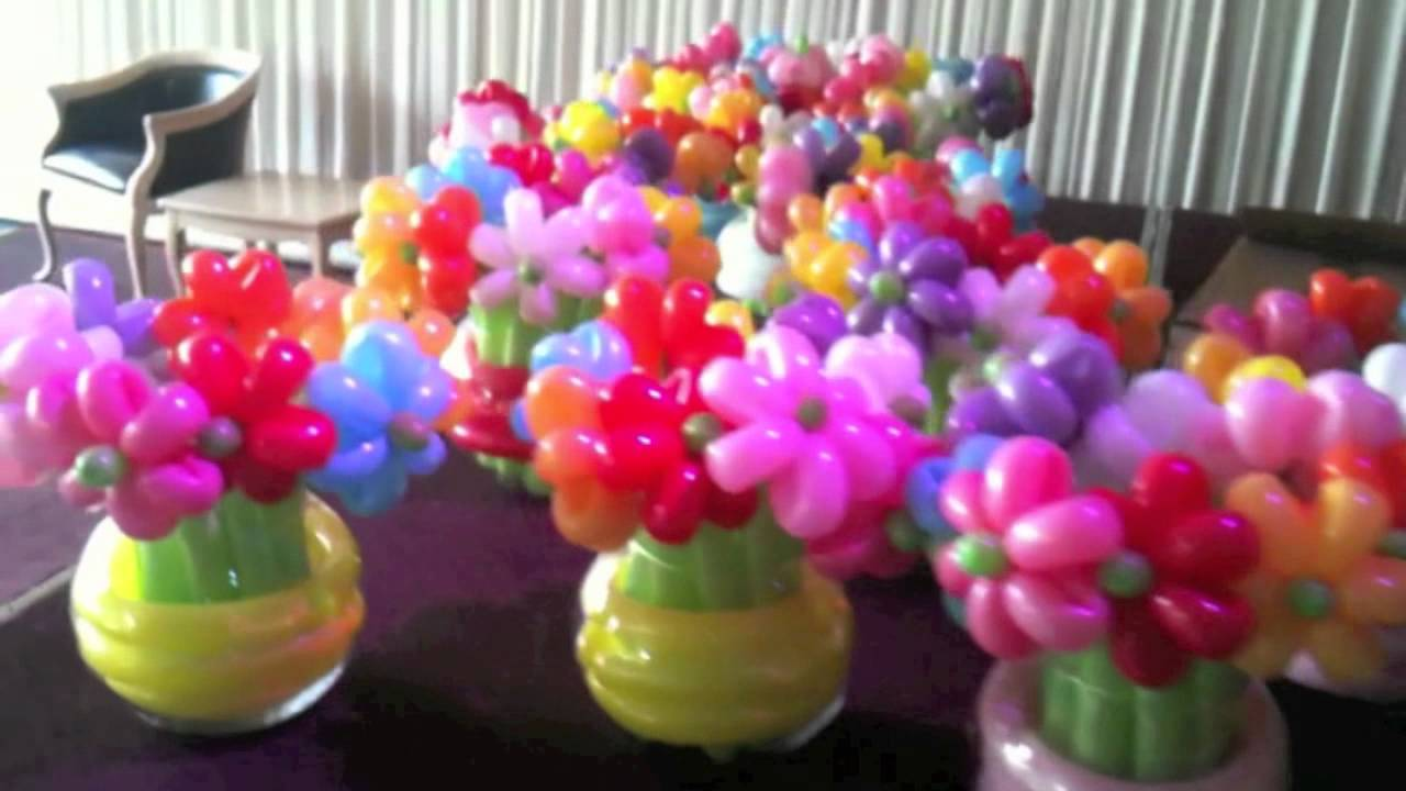 Balloon flowers in vases youtube for Bed decoration with flowers and balloons