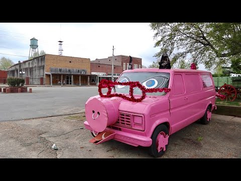 The Unusual World of Backroad Arkansas - Day FOUR of Cross Country Road Trip / 8 States In 8 Days