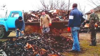 Скоросная погрузка мусора после пожара, на машину(, 2015-06-15T17:55:16.000Z)