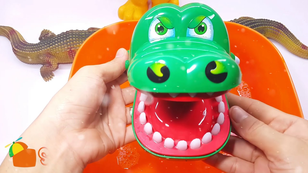 Trò chơi đánh răng và tắm cho bạn cá sấu Lucky | đồ chơi cá sấu | cá sấu cắn tay | Su Bi Channel