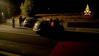 Scontro tra due auto, tre feriti estratti dalle lamiere grazie ai Vigili del fuoco