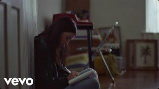 Смотреть клип Gracie Abrams - Mean It