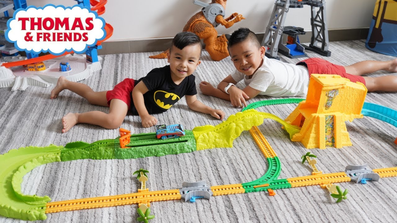 TURBO Thomas Jungle Set Cool Jumping Train Playset Unboxing With CKN Toys