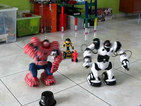 Wowwee Spidersapien & Robosapien's dance