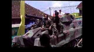 Download Video Kemeriahan arak-arakan dusun Kertajaga - Cisontrol berkeliling di desa Rancah MP3 3GP MP4