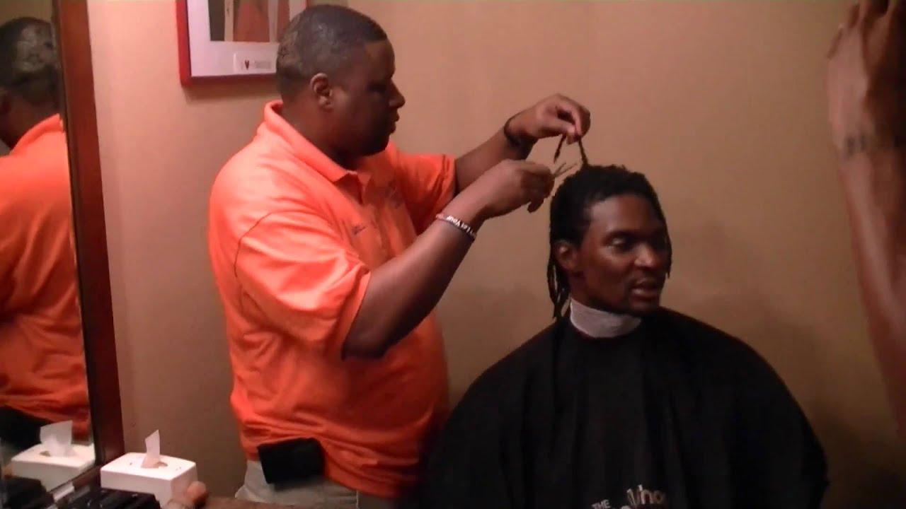 "Celebrity Barber of Award Winning Barbershop ""The Fade Shop"" Gives"