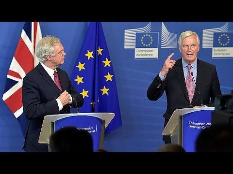 Brexit: Barnier exige a May maior nível de proteção dos cidadãos