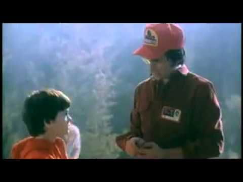 Steven Spielburg talks to Henry Thomas while filming E.T in