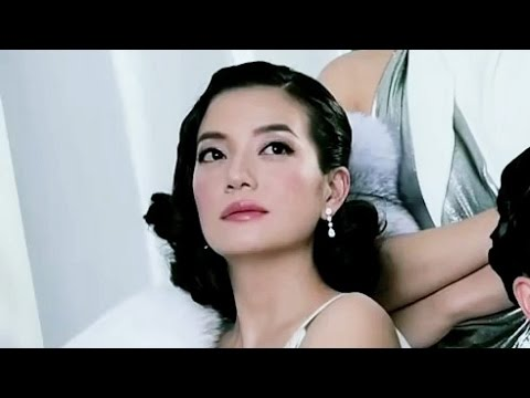 Vicki Zhao / 赵薇 (Zhao Wei): VOGUE Magazine 10th Anniversary - September 2015 (Making of)