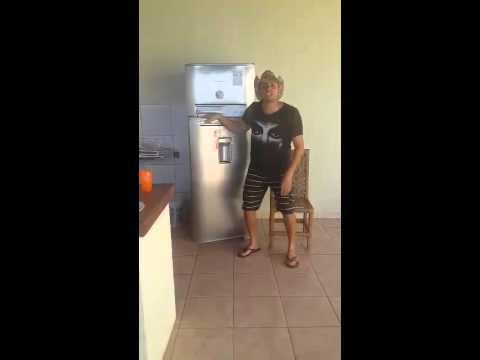 Kleiner Cooler Kühlschrank : Kleiner mann in kühlschrank · schmunzeln.net