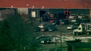 Police enter building in Aurora Illinois follwing active shooter  incident