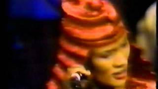 Grace Jones - Anema e Core Live.mpg