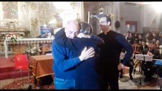 L'abbraccio lungo e commovente fra Brosio e la Koll