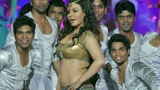 Rakhi Sawant's 'Halkat Jawani' In Saif Kareena's Wedding !