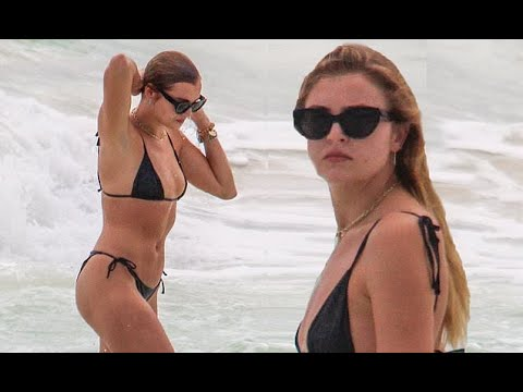 Victoria's Secret model Rachel Hilbert shows off her toned body as ...