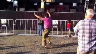 Танци улиц Чернигов 23.07.2015 :))(Политический концерт!Выступали наши Черниговские коллективы!Решил остановиться,посмотреть!И тут я не..., 2015-07-23T19:36:21.000Z)