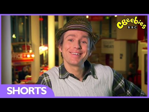 cbeebies-elves-and-the-shoemaker---behind-the-scenes-with-mr-bloom