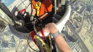 climbing the burj khalifa tower / escalade la tour de dubai