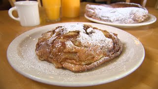 Gambar cover Chicago's Best Pancakes: Apple Villa Pancake House