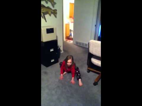 Vote No on : My 5 year old sister singing low/apple bottom