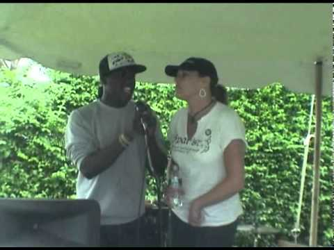 Spars Picnic,  Beth & Cory sing up a storm