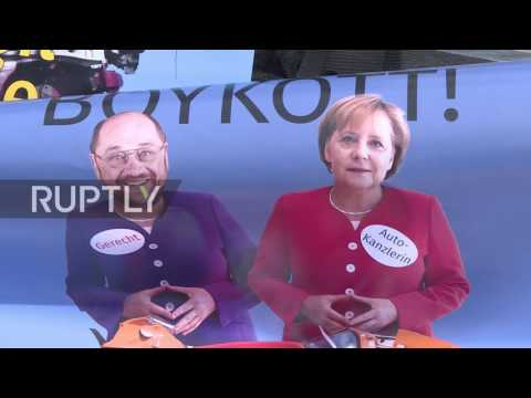 Germany: Greenpeace activists scale Ministry of Transport building to protest 'diesel summit'