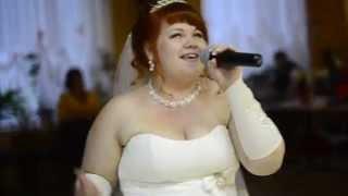 Невеста читает рэп