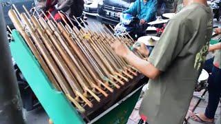 Gambar cover Angklung Jalanan: Wujud Fetisasi Budaya