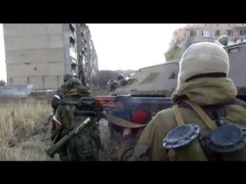 Ukraine combat footage: DPR fighters capture Uglegorsk town