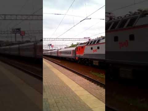 Проезжающий поезд дальнего следования (ПДС) на пл. Тульская .бывш. пл. ЗИЛ.