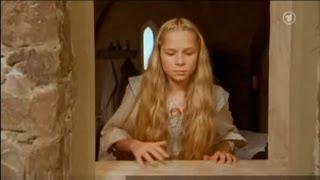 Evelina Sidikowa als Rapunzel