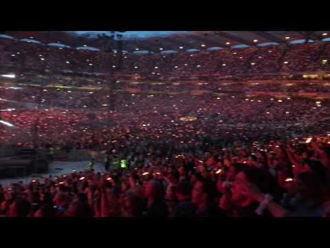DUBLIN CROWD IN FINE VOICE AT CROKE PARK 08/07/17 COLDPLAY FIX YOU