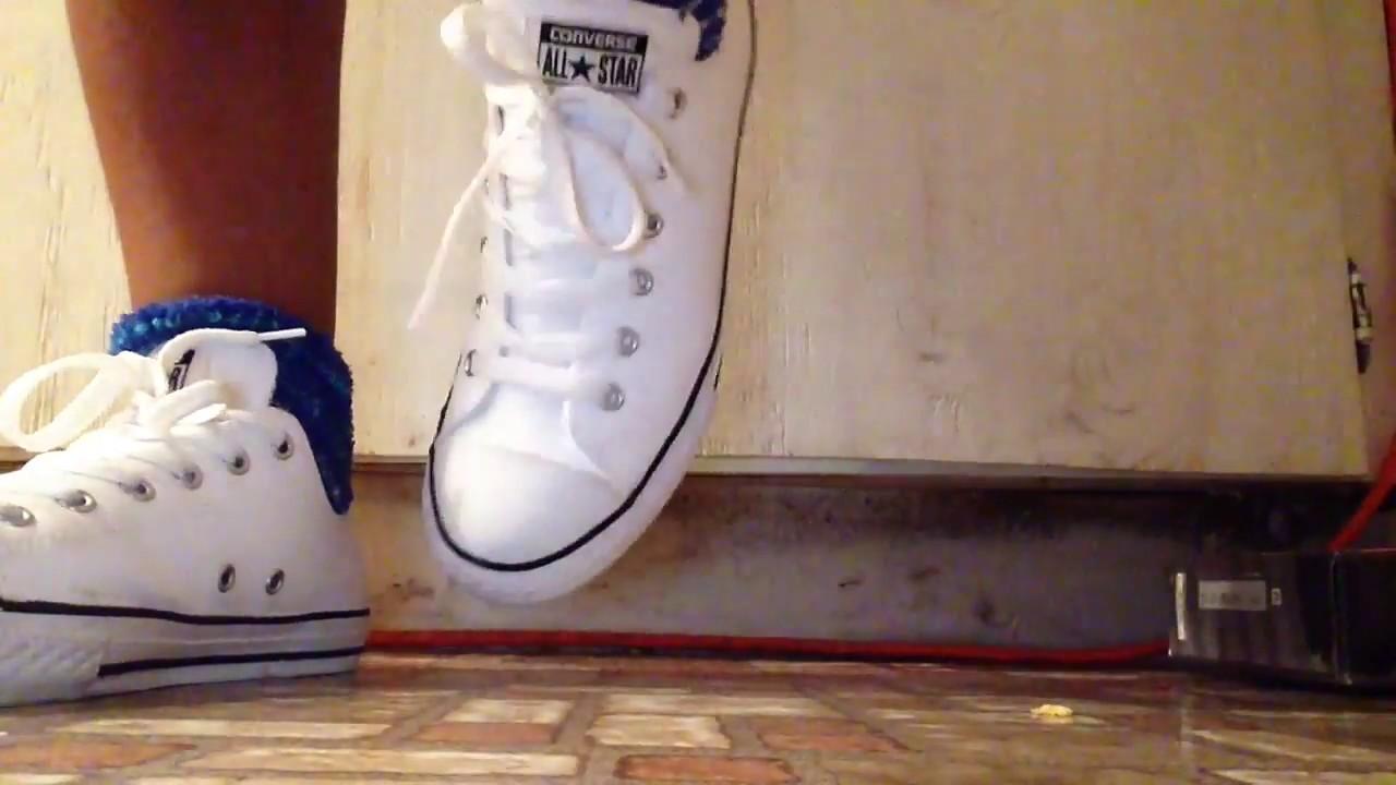 60a06866fd4 White converse on feet - YouTube