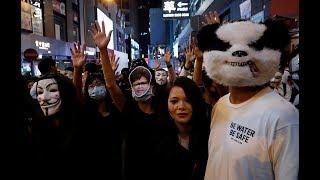 万圣节香港爆警民冲突 警发射催泪弹驱示威者