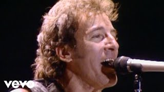"Bruce springsteen performs ""twist & shout / la bamba""http://vevo.ly/urzy8r"