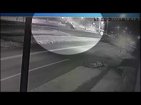 São Miguel: Vídeo mostra caminhonete capotando diversas vezes após acidente