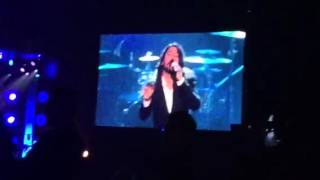 "Dave Grohl sings ""You Are"" at Lionel Richie"