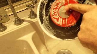 VINYL RECORD CLEANING .. VERY DIRTY 45 RECORD GET'S  A VERY GOOD CLEAN