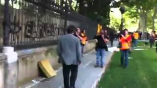 Escridassada a Joan Ferran a l'arribada al Parlament