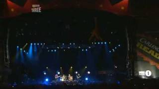Arctic Monkeys - Leave Before The Lights Come On [live at Reading Festival 2006]
