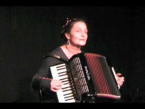 """Michaela Dietl  am 5.12.2011 im Club Voltaire München """"Brot und Rosen"""""""