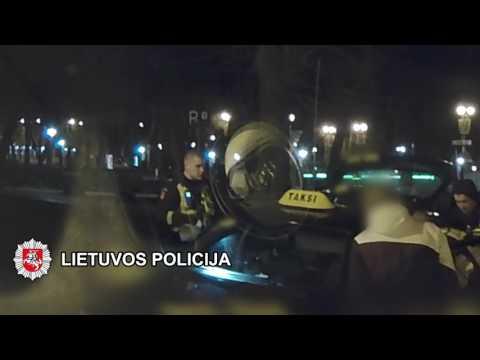Klaipėdos patruliai taksi automobilyje rado galimai narkotinių medžiagų