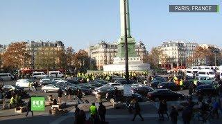 Des «gilets jaunes» bloquent la place de la Bastille le 17 novembre à Paris