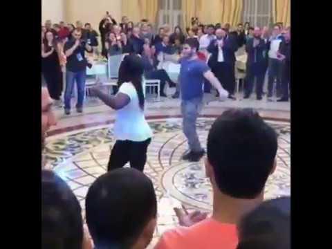 Три русские девушки танцуют голышом - порно видео на