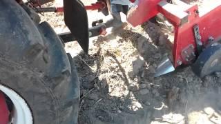 транспортерная картофелекопалка ВИРАКС(Первые пробы пера.Мне работа копалки понравилась,правда хочу поставить еще отрезные диски,пока не успел.Ко..., 2015-08-22T18:33:59.000Z)