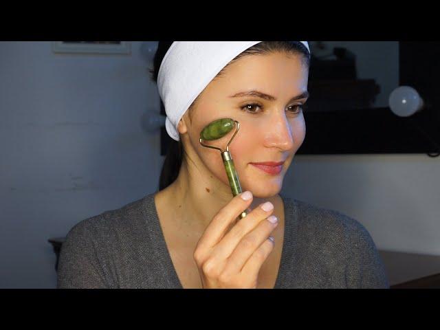Masajul facial cu rola de jad pentru un ten neted si luminos