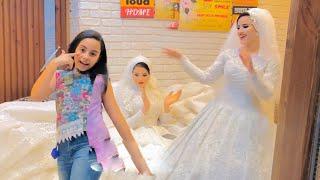طفلة تخطف الأنظار من العروسة وولعت الفرح برقصها على مهرجان يا ام شعر حرير 😍 غلبت صافينار برقصها ❤️