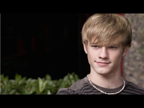 On The Red Carpet With Lucas Till - Comic Con 2014 - YouTube