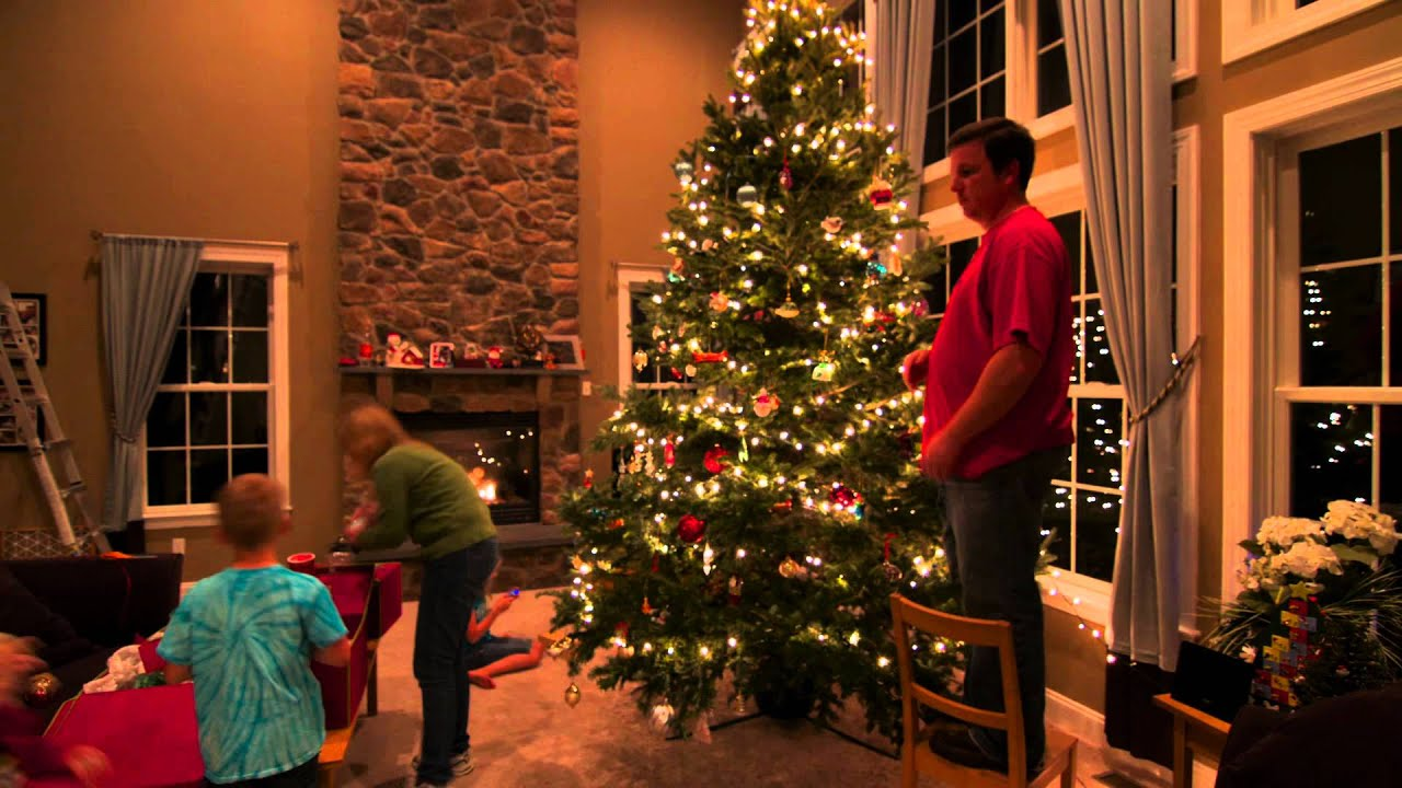 How To Decorate A 14 Foot Christmas Tree In Under 5